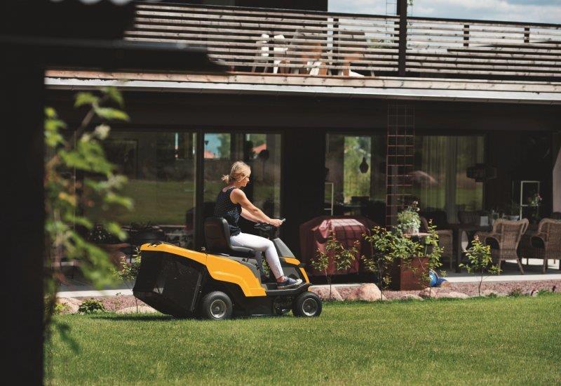 stiga traktor ogrodowy combi 1066 h dla domu i ogrodu traktory ogrodowe z centralnym. Black Bedroom Furniture Sets. Home Design Ideas